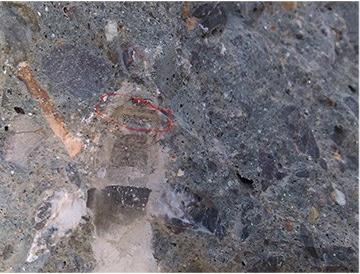 自切底机械锚栓切入后留下的痕迹